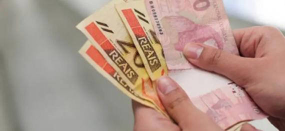 Dinheiro_ft_Tiago-Queiroz_estada?o-900x615.jpg